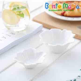 Bát hình hoa mai trắng